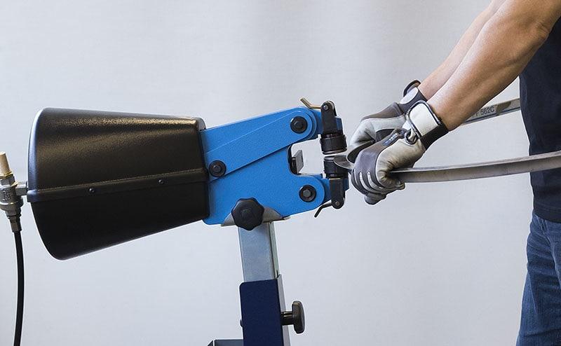 Vytahování plechu ručním tvářečem